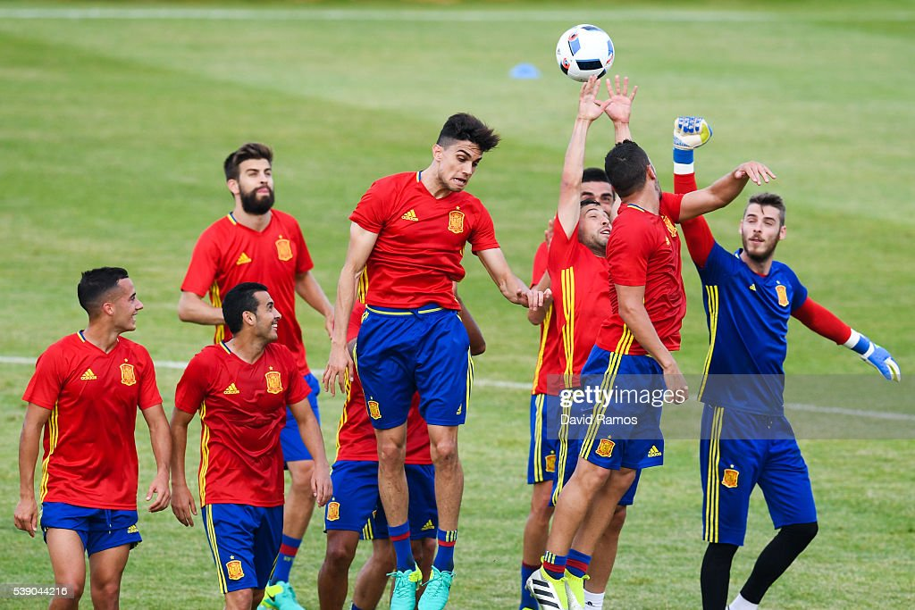 Spain players in action during a training session on June 9, 2016 in La Rochelle, France.