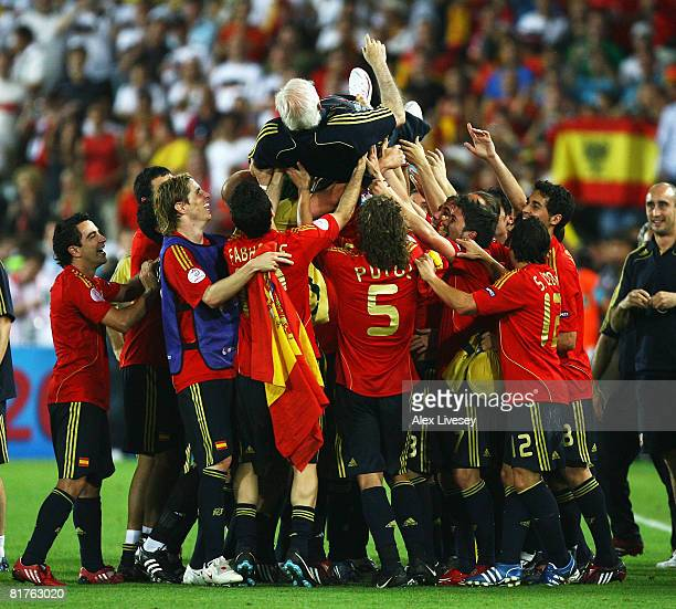 Spain players lift Luis Aragones coach of Spain after the UEFA EURO 2008 Final match between Germany and Spain at Ernst Happel Stadion on June 29...