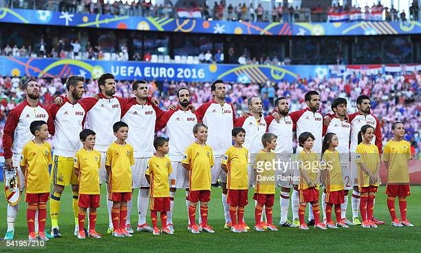 Spain players line up for the national anthem prior to the UEFA EURO 2016 Group D match between Croatia and Spain at Stade Matmut Atlantique on June...