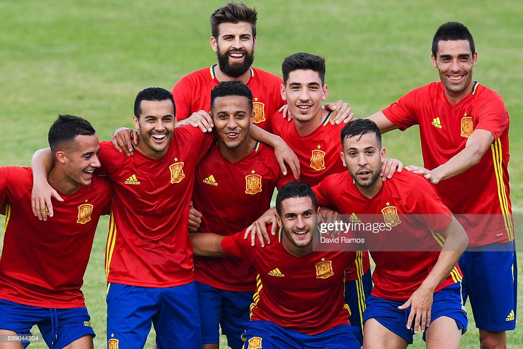 Spain players pose for a picture during a training session on June 9, 2016 in La Rochelle, France.