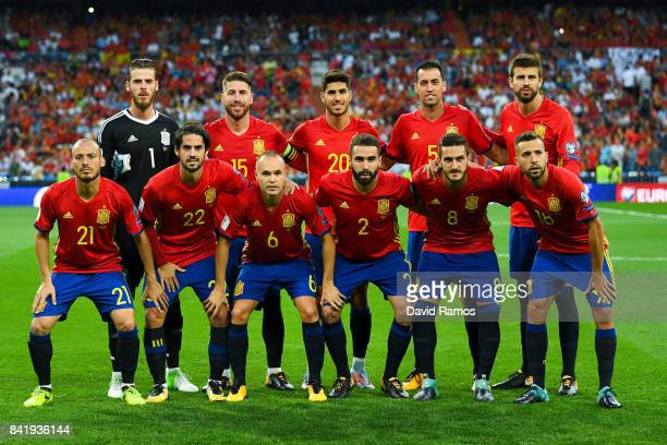 Spain players pose for a team picture prior to the FIFA 2018 World Cup Qualifier between Spain and Italy at Estadio Santiago Bernabeu on September 2...