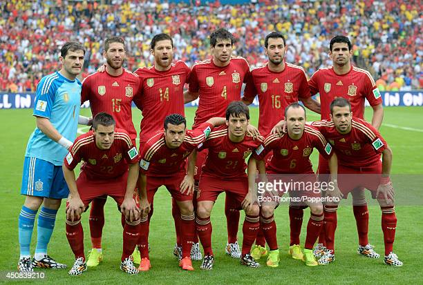 Spain pose for a team group prior to the 2014 FIFA World Cup Brazil Group B match between Spain and Chile at Maracana on June 18 2014 in Rio de...