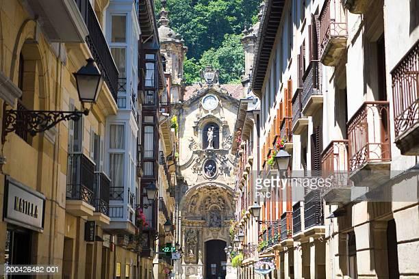spain, san sebastian, buildings on street - サン・セバスティアン市 ストックフォトと画像