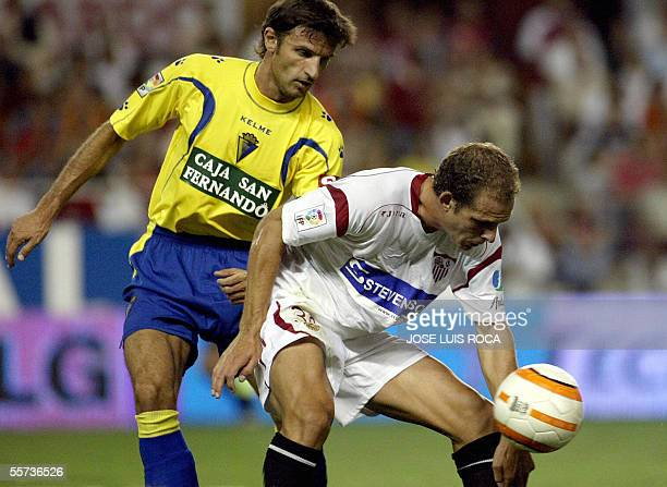 Sevilla's Kepa vies with Cadiz's De Quintana during their Spanish league football match at the Sanchez Pizjuan stadium in Seville 21 September 2005...