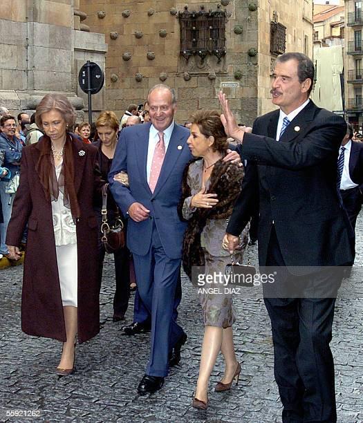 Spain's Queen Sofia King Juan Carlos Mexican first lady Marta Sahagun and Mexican President Vicente Fox stroll through Salamanca on their way for the...