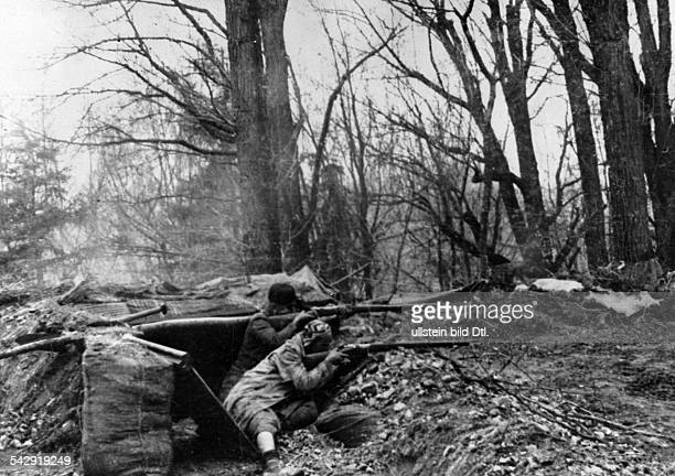 Spain : Spanish Civil War Position of the Nationalists in a park on the eastern edge of Madrid - around January 1, 1937 - Photographer: Heinrich...
