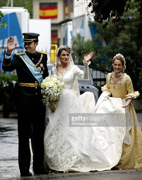 Spanish Crown Prince Felipe of Bourbon and his newly-wed Princess Letizia wave to the crowd 22 May 2004 in Madrid. Felipe and former TV-anchor Ortiz...