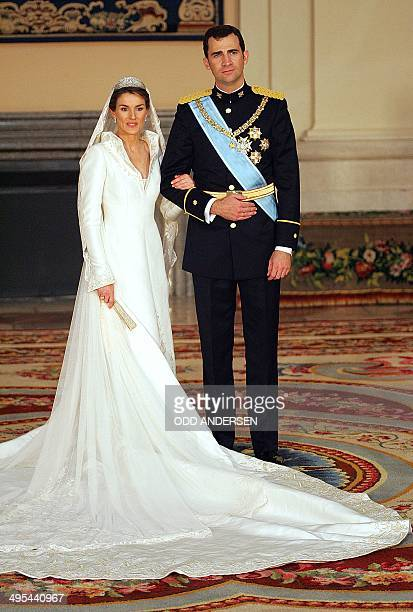 Spanish Crown Prince Felipe of Spain and his wife Princess of Asturias Letizia Ortiz pose inside the Royal Palace in Madrid 22 May 2004 AFP PHOTO ODD...