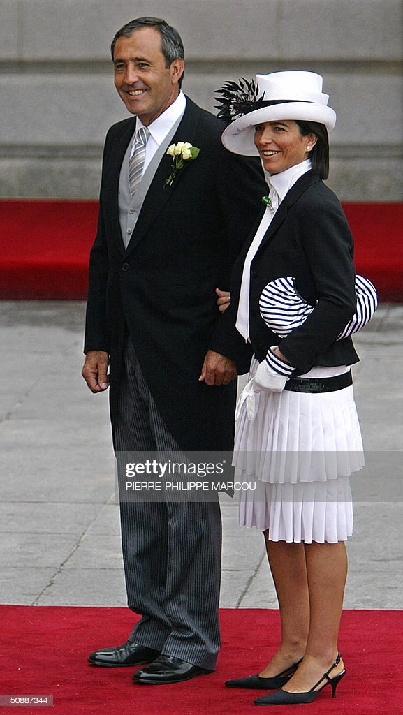 Spanish golfer Severiano Ballesteros arrives at Madrid's Almudena Cathedral to attend Spanish Crown Prince Felipe of Bourbon's wedding to former journalist Letizia Ortiz 22 May 2004.