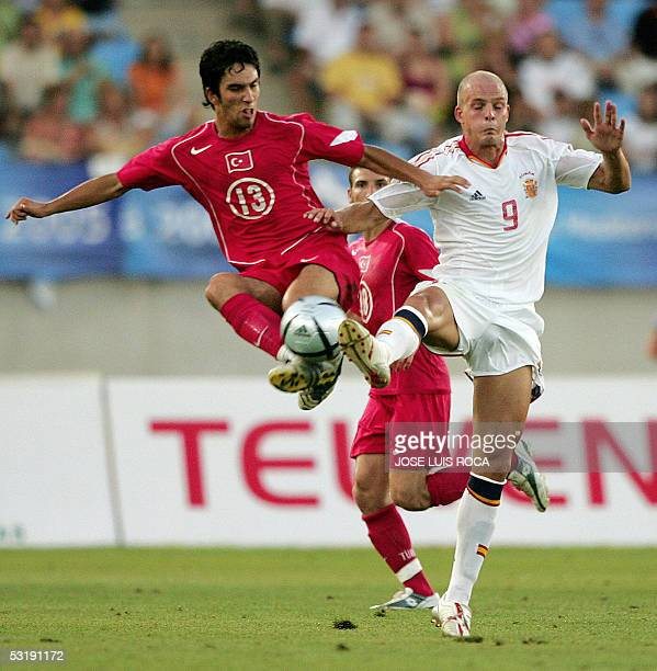 Spanish player Kepa Blanco Gonzalez vies with Turkish Arda Turam during their final football match of the Mediterranean Games in Almeria southern...