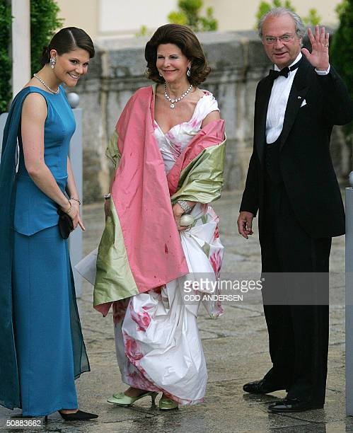 Swedish Crown Princess Victoria poses for photographers with her parents Queen Silvia and King Carl Gustaf as they arrive to attend an official diner...