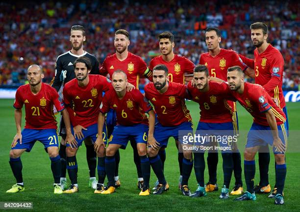Spain team line up prior the FIFA 2018 World Cup Qualifier between Spain and Italy at Estadio Santiago Bernabeu on September 2 2017 in Madrid Spain