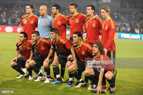 Spain team poses during the FIFA Confederations Cup match between Spain and South Africa at Free State Stadium on June 20 2009 in Bloemfontein South...