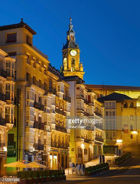 spain, vitoria-gastiez, town square at dusk - アラバ県 ストックフォトと画像