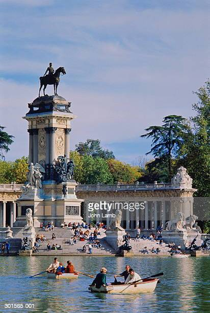 spain,madrid,parque del retiro, alfonso xii monument - madrid stock-fotos und bilder