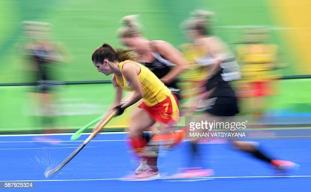 TOPSHOT Spain's Carlota Petchame controls the ball during the women's field hockey Spain vs New Zealand match of the Rio 2016 Olympics Games at the...