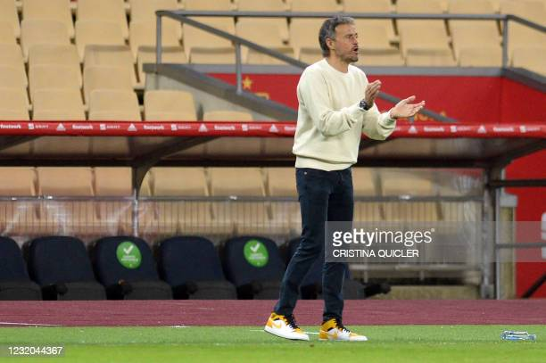 Spain's coach Luis Enrique applauds during the FIFA World Cup Qatar 2022 qualification football match between Spain and Kosovo at La Cartuja Olympic...