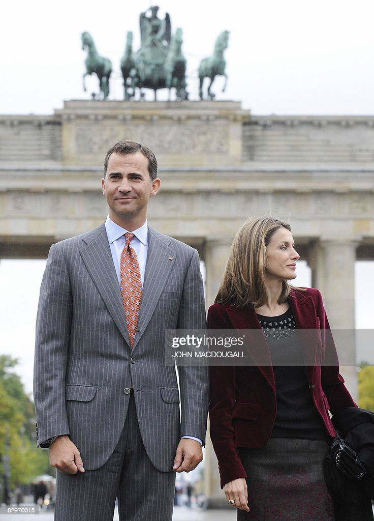 Spain's Crown Prince Felipe and his wife : News Photo