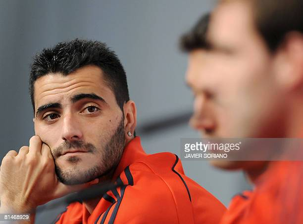 Spain's Dani Guiza watches teammates Fernando Navarro and Alvaro Arbeloa during a press conference after a training session on June 6 2008 in Neustif...