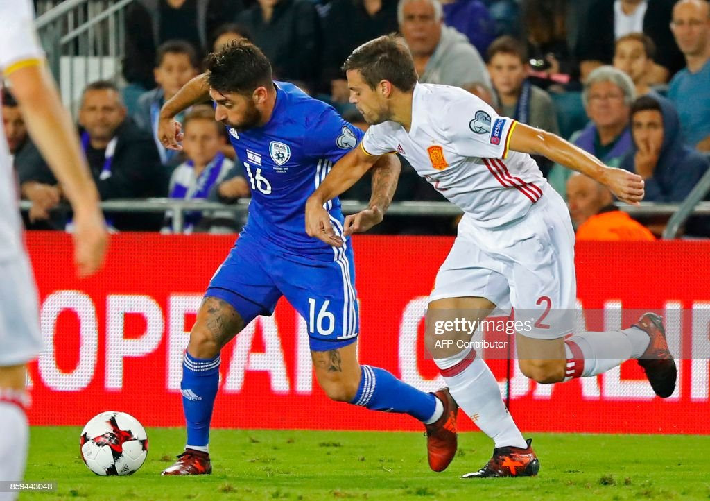 Spain's defender Cesar Azpilicueta vies for the ball with Israel's forward Eliran Atar during the Russia 2018 FIFA World Cup European Group G qualifying football match between Israel and Spain at Teddy Stadium in Jerusalem on October 9, 2017. Spain is already qualified for the 2018 World Cup in Russia. /