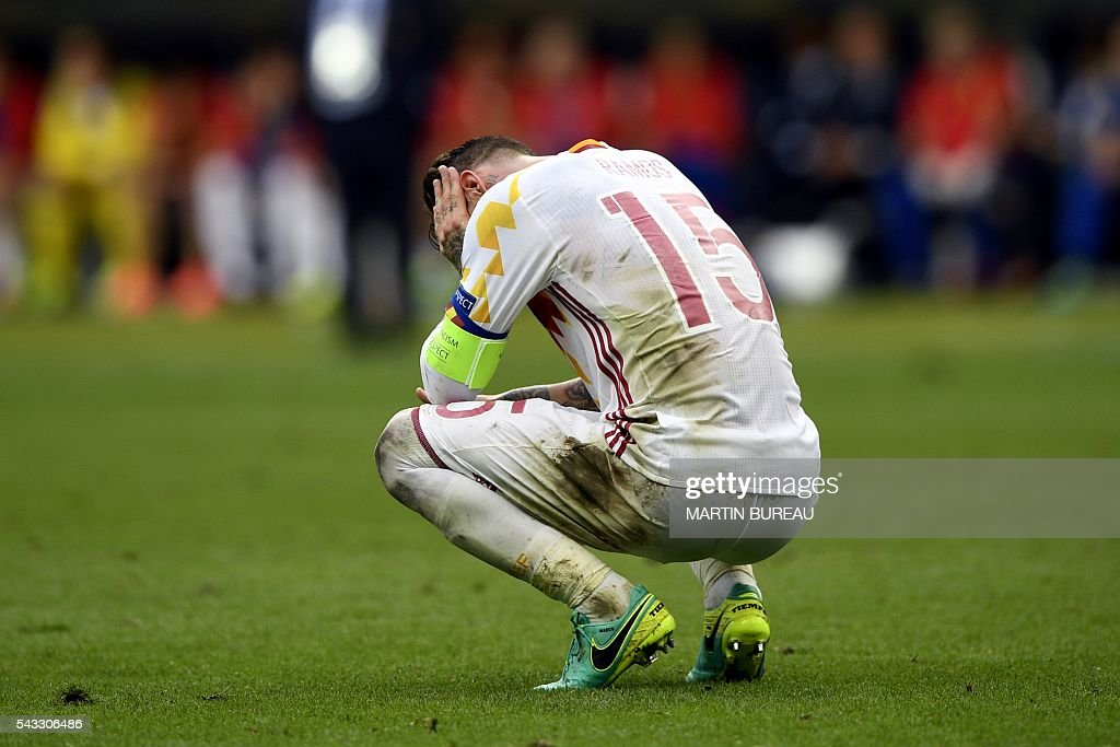 TOPSHOT - Spain's defender Sergio Ramos reacts after Spain lost 0-2 to Italy in the Euro 2016 round of 16 football match between Italy and Spain at the Stade de France stadium in Saint-Denis, near Paris, on June 27, 2016. / AFP / MARTIN