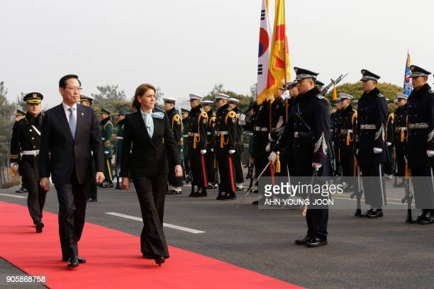 Spain's Defense Minister María Dolores de Cospedal and her South Korean counterpart Song YoungMoo inspect a guard of honour during a welcoming...