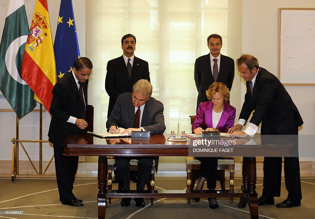 Spain's Economy Minister Elena Salgado (2R) and Pakistani Foreign Minister Shah Mehmood Qureshi (2L) sign an economic agreement to avoid double taxation and prevent fiscal evasion in front of Spain's Prime Minister Jose Luis Rodriguez Zapatero (R) and Pakistani Prime Minister Yousuf Raza Gilani (L) at the Moncloa Palace in Madrid on June 02, 2010. Pakistani Prime Minister Yousuf Raza Gilani and his delegation are on a visit to Spain organized during the Spanish rotating presidency of the EU.