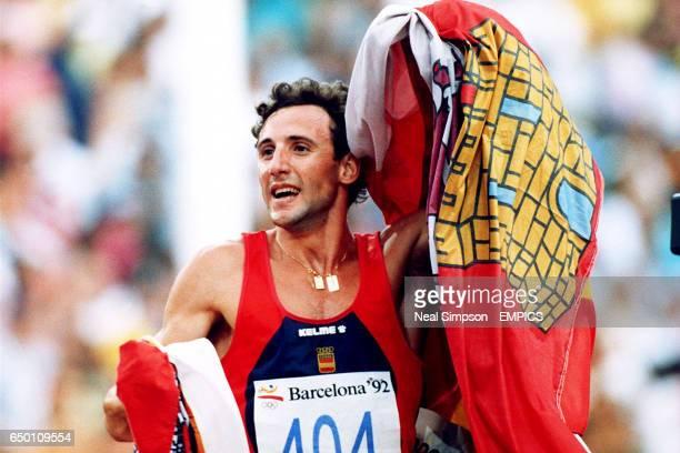 Spain's Fermin Cacho Ruiz celebrates winning gold in the 1500m
