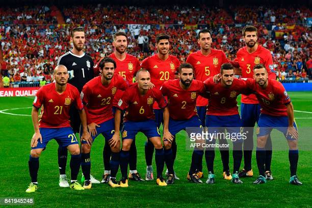 Spain's football team pose before the World Cup 2018 qualifier football match Spain vs Italy at the Santiago Bernabeu stadium in Madrid on September...
