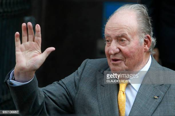 Spain's former king Juan Carlos I waves upon arrival at the Diplomatic Academy for a meeting with Chile's President elect Sebastian Pinera , in...
