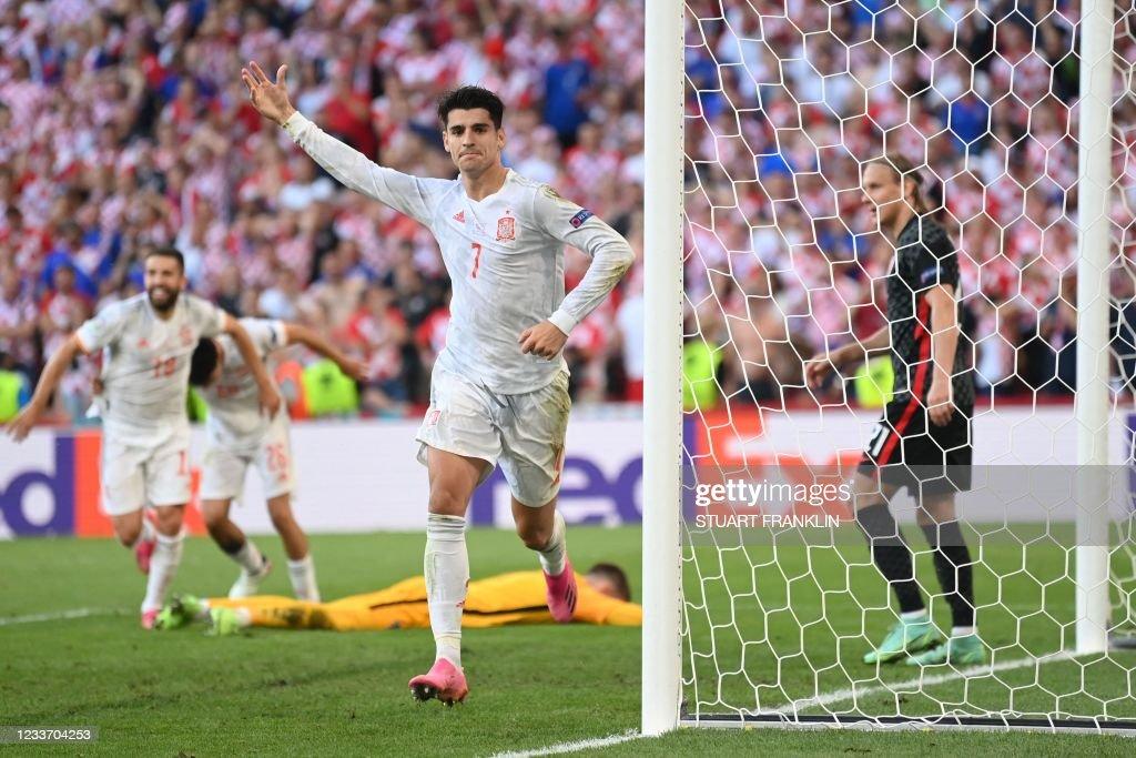 TOPSHOT-FBL-EURO-2020-2021-MATCH42-CRO-ESP : News Photo