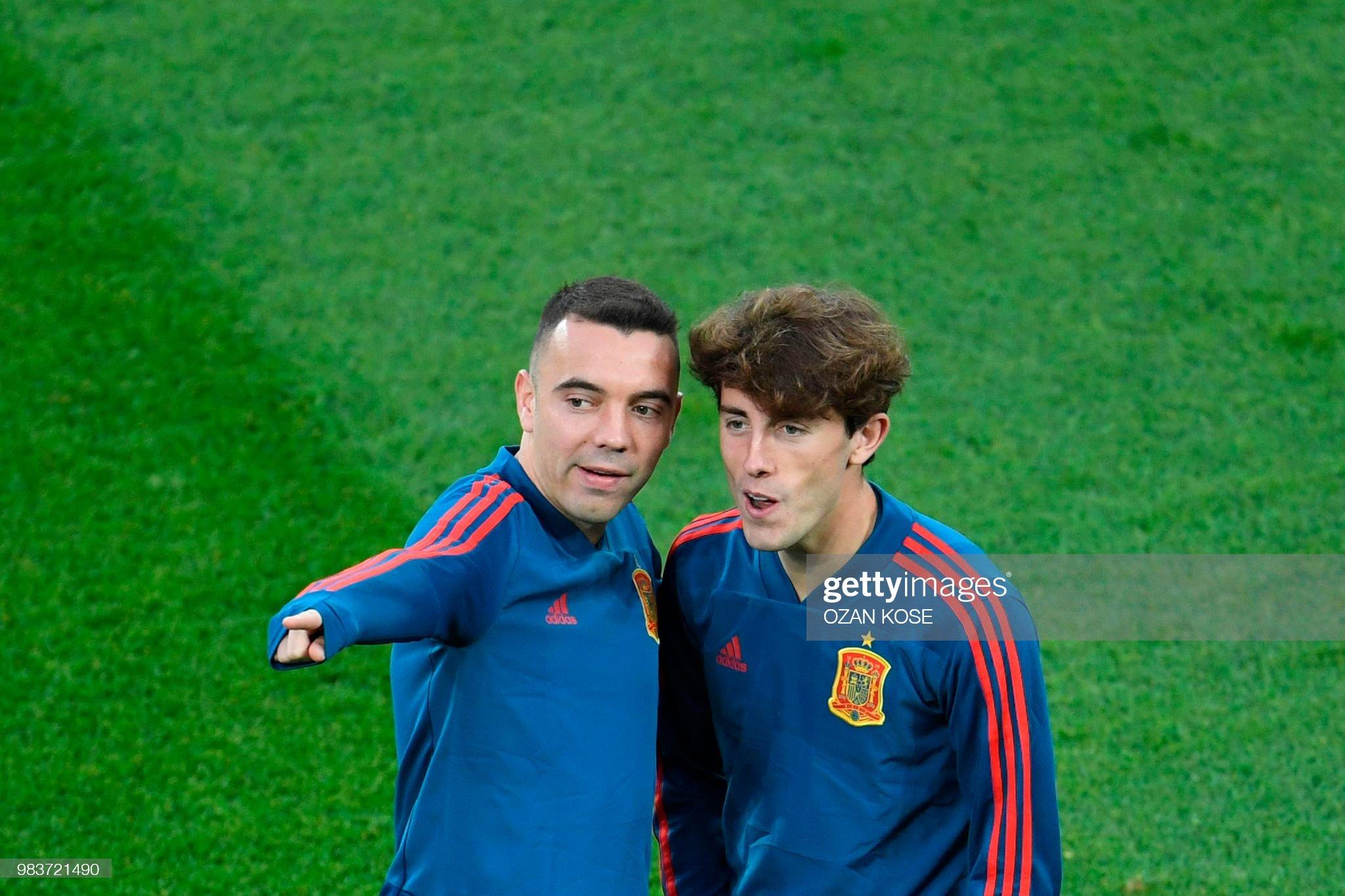 ¿Cuánto mide Álvaro Odriozola? - Altura - Página 5 Spains-forward-iago-aspas-chats-with-spains-defender-alvaro-odriozola-picture-id983721490?s=2048x2048