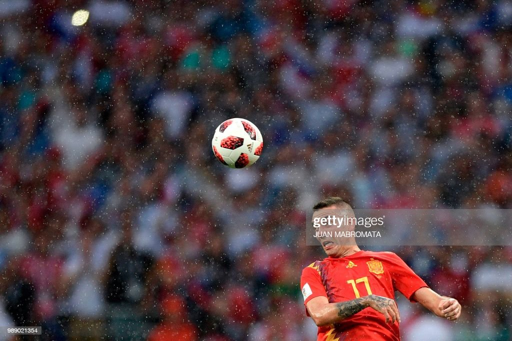 TOPSHOT - Spain's forward Iago Aspas heads the ball during the Russia 2018 World Cup round of 16 football match between Spain and Russia at the Luzhniki Stadium in Moscow on July 1, 2018. (Photo by Juan Mabromata / AFP) / RESTRICTED