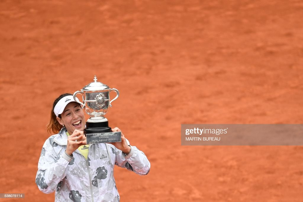 TOPSHOT - Spain's Garbine Muguruza holds the trophy after winning her women's final match against US player Serena Williams at the Roland Garros 2016 French Tennis Open in Paris on June 4, 2016. /