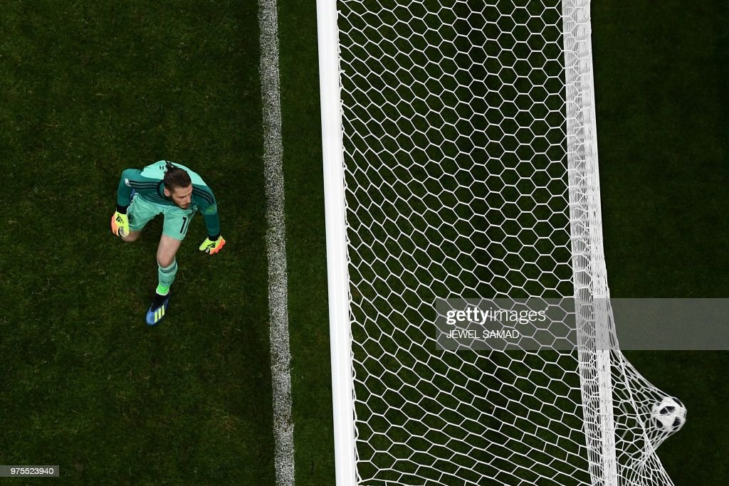 TOPSHOT - Spain's goalkeeper David De Gea concedes the third goal during the Russia 2018 World Cup Group B football match between Portugal and Spain at the Fisht Stadium in Sochi on June 15, 2018. (Photo by Jewel SAMAD / AFP) / RESTRICTED