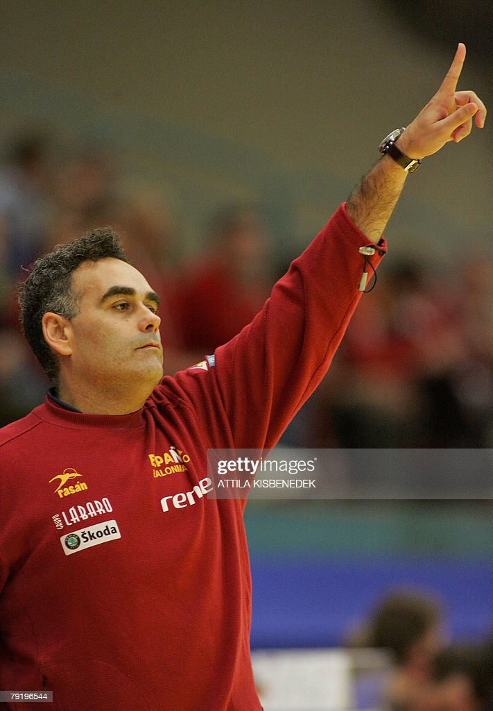 Spain's head coach Juan Carlos Pastor Gomez gestures as he watches his team during their 8th Men's European Handball Championship Main Round match against Iceland, 24 January 2008 at the Spektrum sports hall in Trondheim.