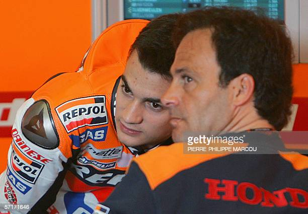 Spain's Honda Moto Grand Prix rider Dani Pedrosa chats with team's coach Alberto Puig in Jerez 24 March 2006 during the first free practice session...