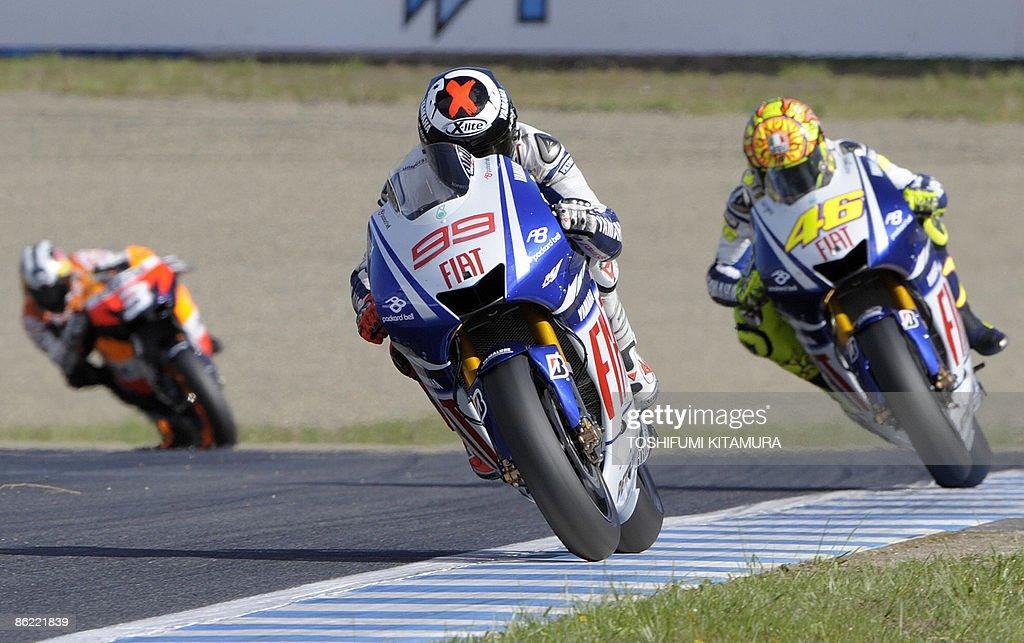 Spain's Jorge Lorenzo (C) on a Yamaha le : News Photo
