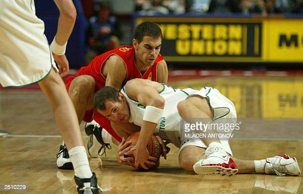Spain's Jose Calderon hussles for the ball with Lithuania's Ramunas Siskauskas 14 September 2003 at the final of the mens FIBA 2003 European...