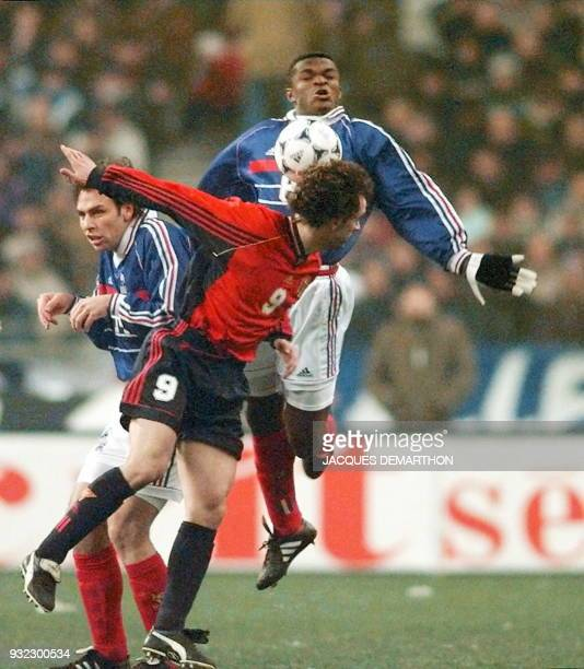 Spain's Joseba Lizardi Etxeberria fights for the ball with Frenchmen Alain Bhogossian and Marcel Desailly during the friendly soccer game opposing...