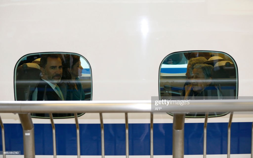 Spain's King Felipe (L) and Queen Letizia (2nd L) sit with and Japan's Emperor Akihito (R) and Empress Michiko inside a Shinkansen bullet train as they leave on their one-day trip to Shizuoka, at Tokyo station in Tokyo on April 7, 2017. The Spanish royal couple is on a four-day state visit to Japan. /