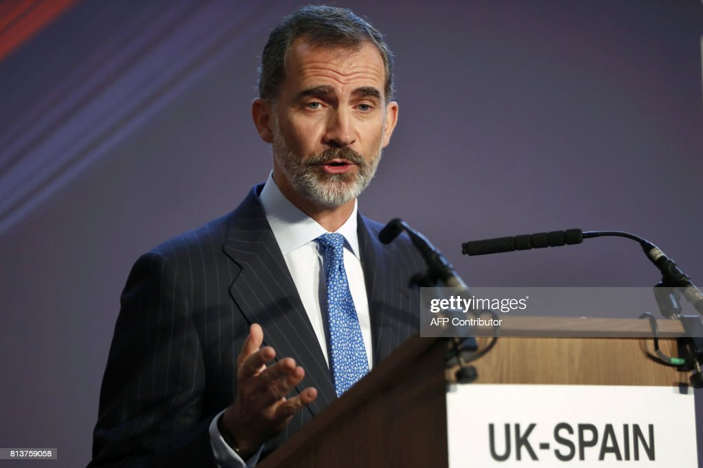 Spain's King Felipe VI addresses the UK-Spain Business Forum in London on July 13, 2017, the second day of his state visit. / AFP PHOTO / Tolga AKMEN