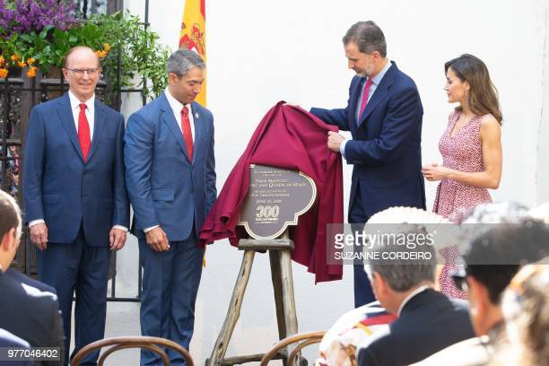 Spain's king Felipe VI and his wife queen Letizia unvail a commemorative plaque at the Spanish Governors Office in San Antonio Texasas County Judge...