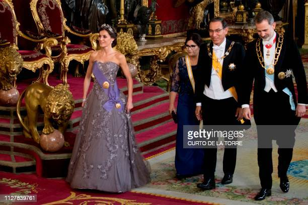 Spain's king Felipe VI and queen Letizia greet Peruvian President Martin Vizcarra and his wife Maribel Diaz during an official dinner at the Royal...
