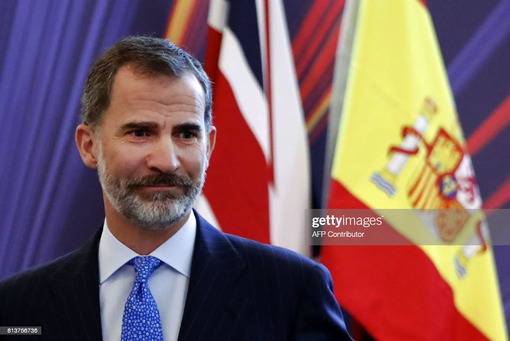 Spain's King Felipe VI leaves the podium after addressing the UK-Spain Business Forum in London on July 13, 2017, the second day of his state visit. / AFP PHOTO / Tolga AKMEN