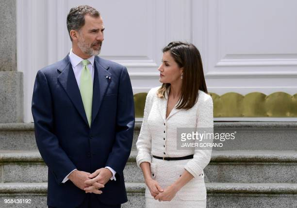 Spain's king Felipe VI talks with his wife queen Letizia as they wait for Colombian President and his wife before holding a lunch at the Zarzuela...