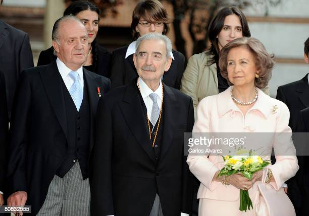Spain's King Juan Carlos Argentinian poet Juan Gelman and Queen Sofia attend the 'Cervantes' Literary Award at the Alcala de Henares University on...