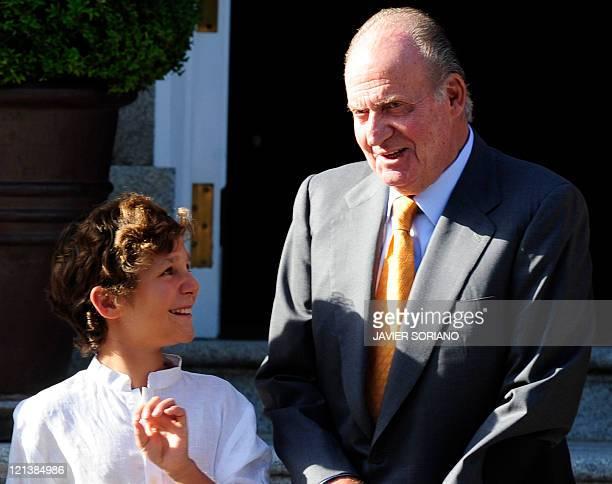 Spain's King Juan Carlos chats with his grandson Felipe Juan Froilan while waitaing for Pope Benedict XVI at the Zarzuela Palace in Madrid on August...