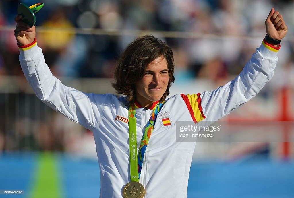 Spain's Maialen Chourraut holds her gold medal on the podium of the Women's K1 final kayak slalom competition at the Whitewater stadium during the Rio 2016 Olympic Games in Rio de Janeiro on August 11, 2016. / AFP / Carl DE