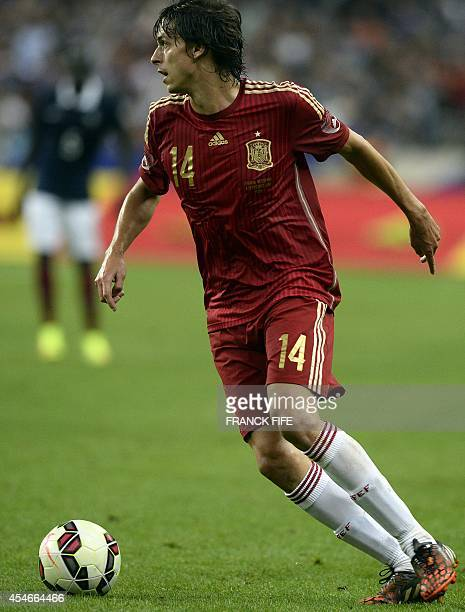 Spain's midfielder Ander Iturraspe controls the ball during the friendly football match France vs Spain on September 4 2014 at the Stade de France in...